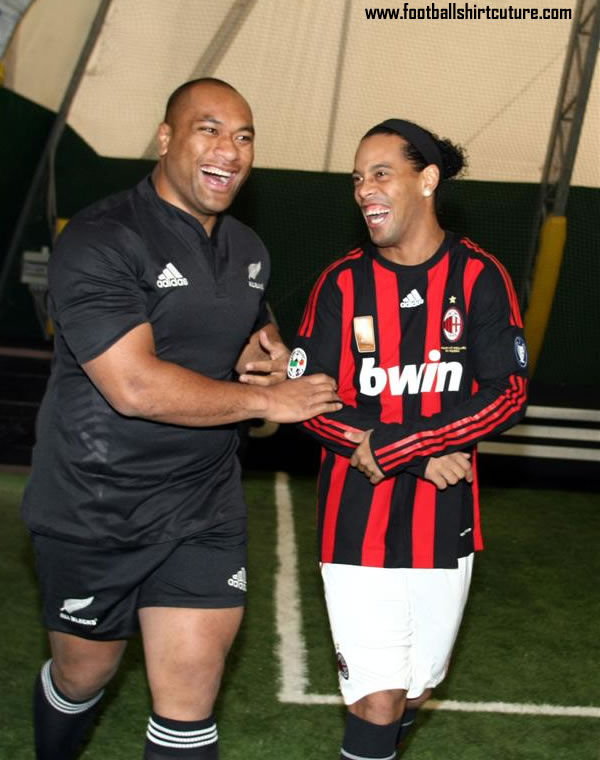 adidas-ac-milan-all-blacks-ronaldinho.jpg
