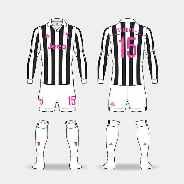 Juventus home kit. @steevo_15
